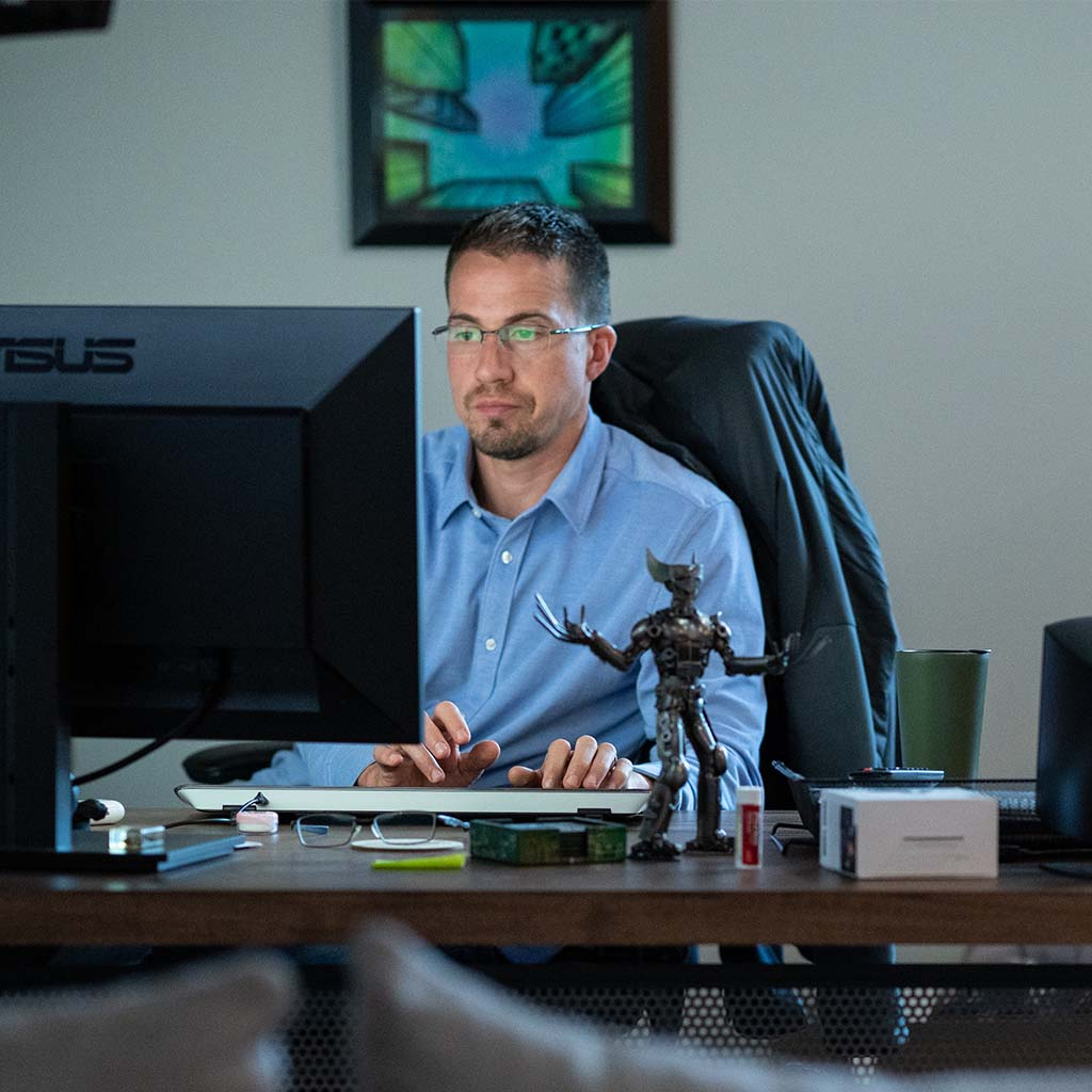 throttlenet office - man at his desk